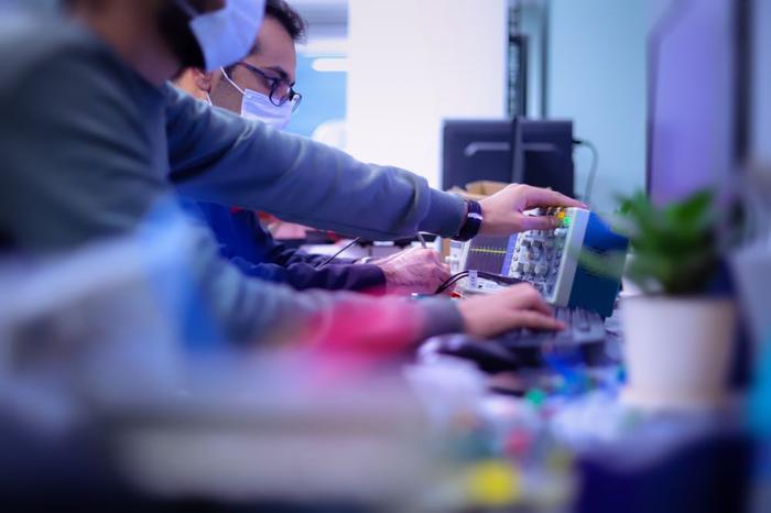 از کارشناسی تا سرپرستی R&D | مسیر شغلی مهندسی برق