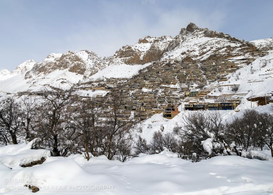 روستای پلکانی اورامان در یک روز برفی