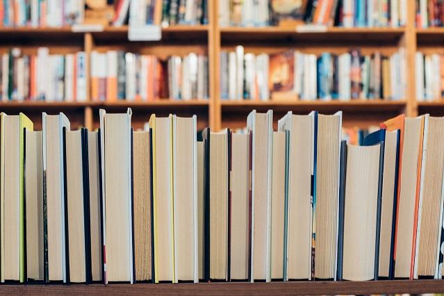 اندر فواید کتابخوانی: علم بهتر است یا لذت
