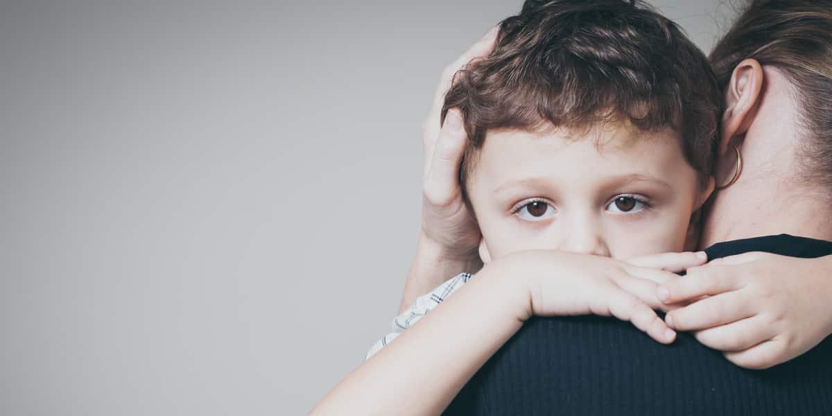 پدر و مادرها بخوانند: چطور با بچههایی که نگران کرونا هستند صحبت کنیم؟