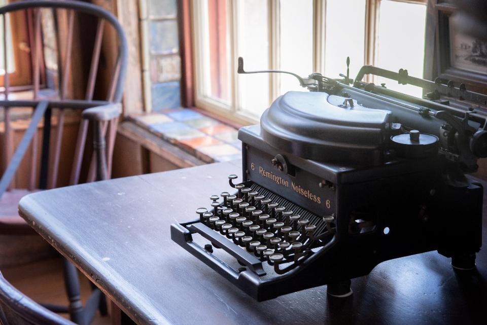 کی گفته برای نوشتن حتما لازم است یک موضوع داشته باشید ؟
