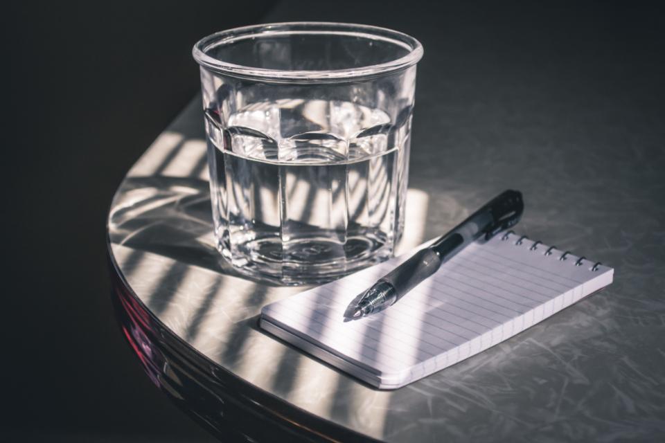 اگر هنگام نوشتن همه فکرتان مشغول پولی باشد که از چاپ نوشته تان دریافت خواهید کرد چه می شود ؟