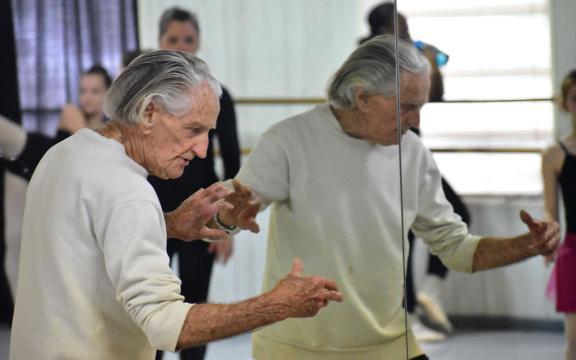 مربی ورزش 100 ساله؛ از راز طول عمر خود میگوید