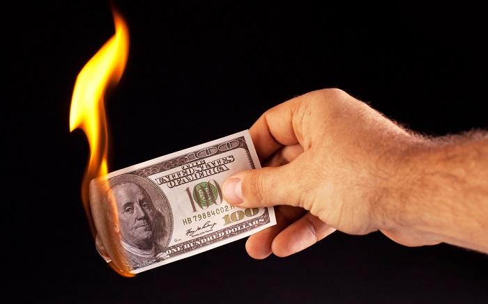 پولِ چه کسی خرجِ چه کسی میشود؟!