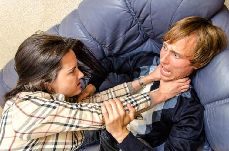 پنج سوالی که بهتره زنها از مردها نپرسند! (طنز)