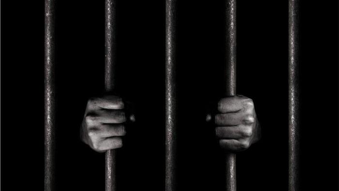 زندان دنیای مومن است