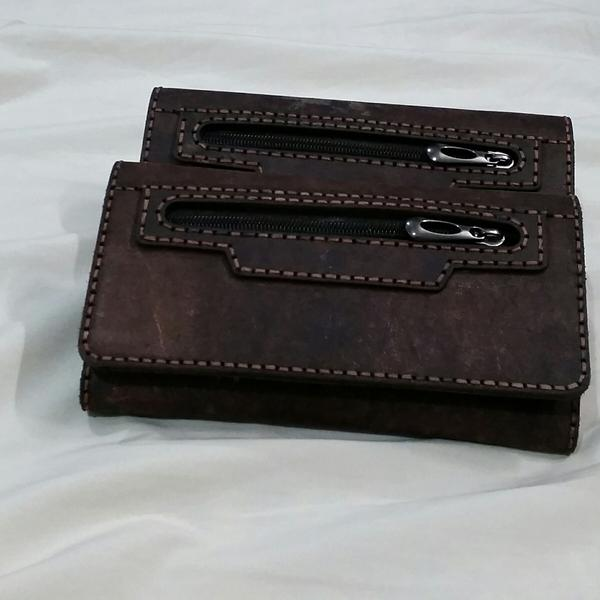 کیف پول چرم طبیعی (گاو) دست دوز بسیار تمیز، با قیمت عالی! که می توانید همین الان آن را خریداری کنید