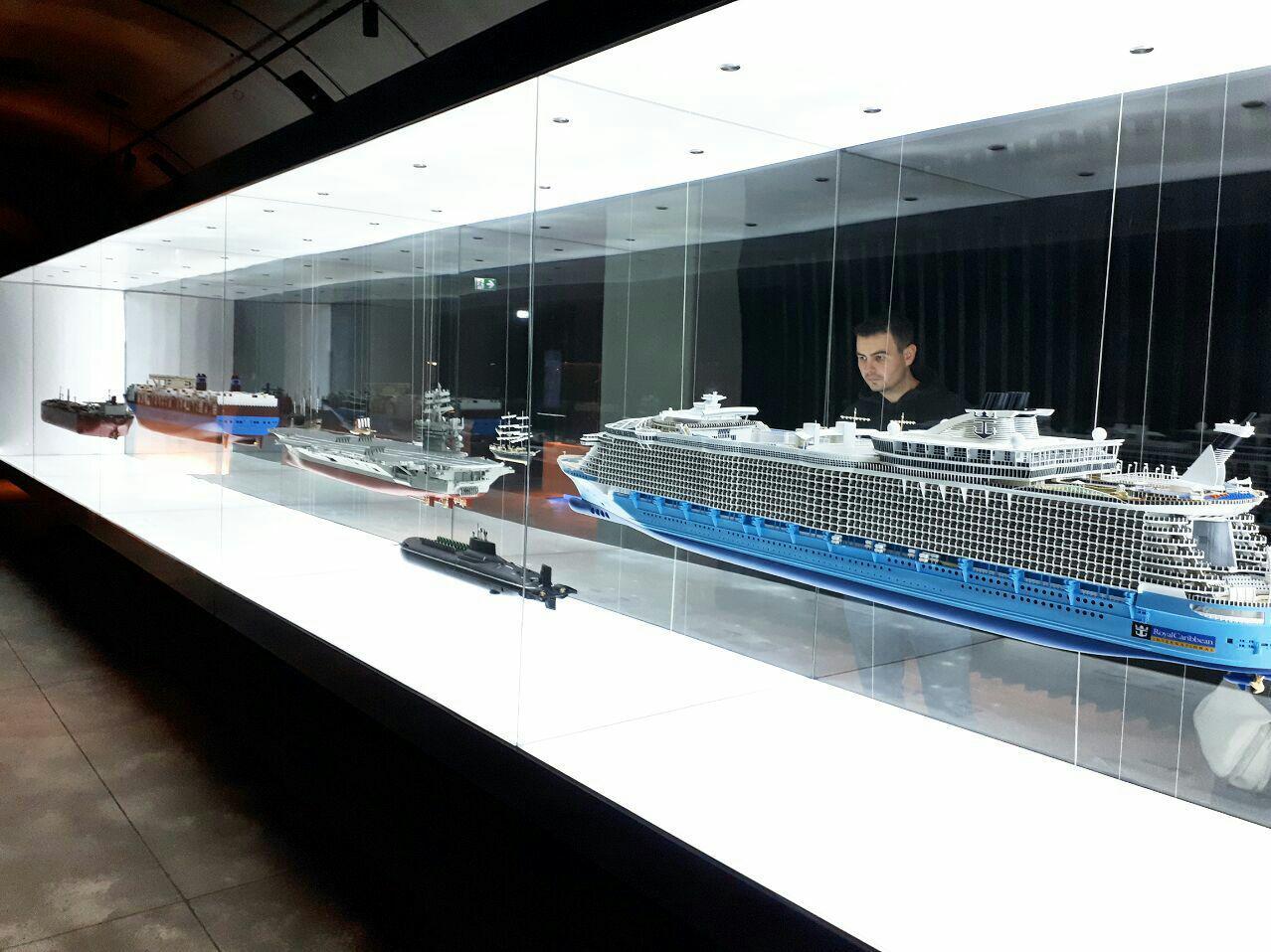 کشتیها و زیردریاییهای معروف جهان