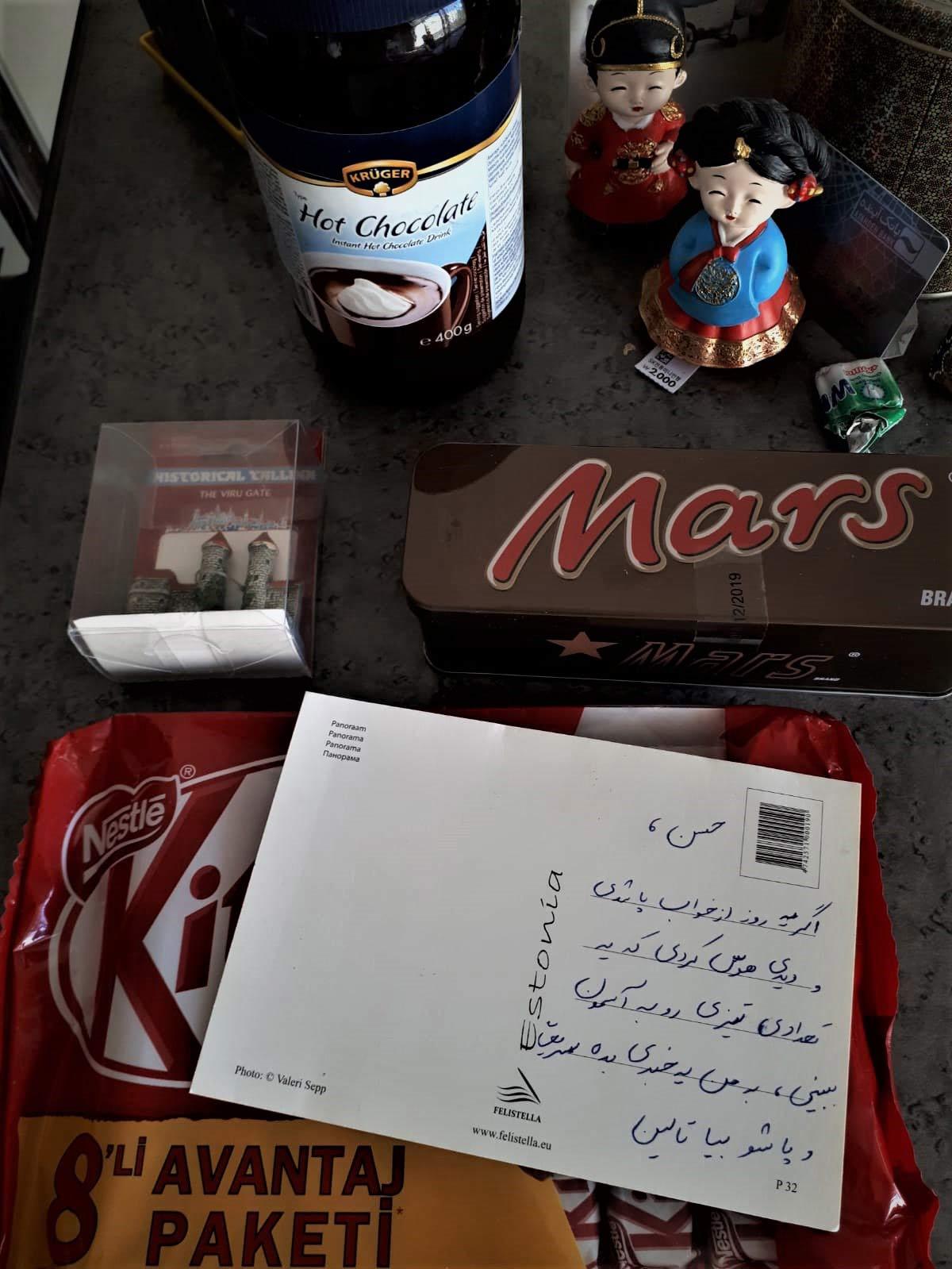 دوستم از استونی کلی هدیه برایم آورده، این عالی نیست؟