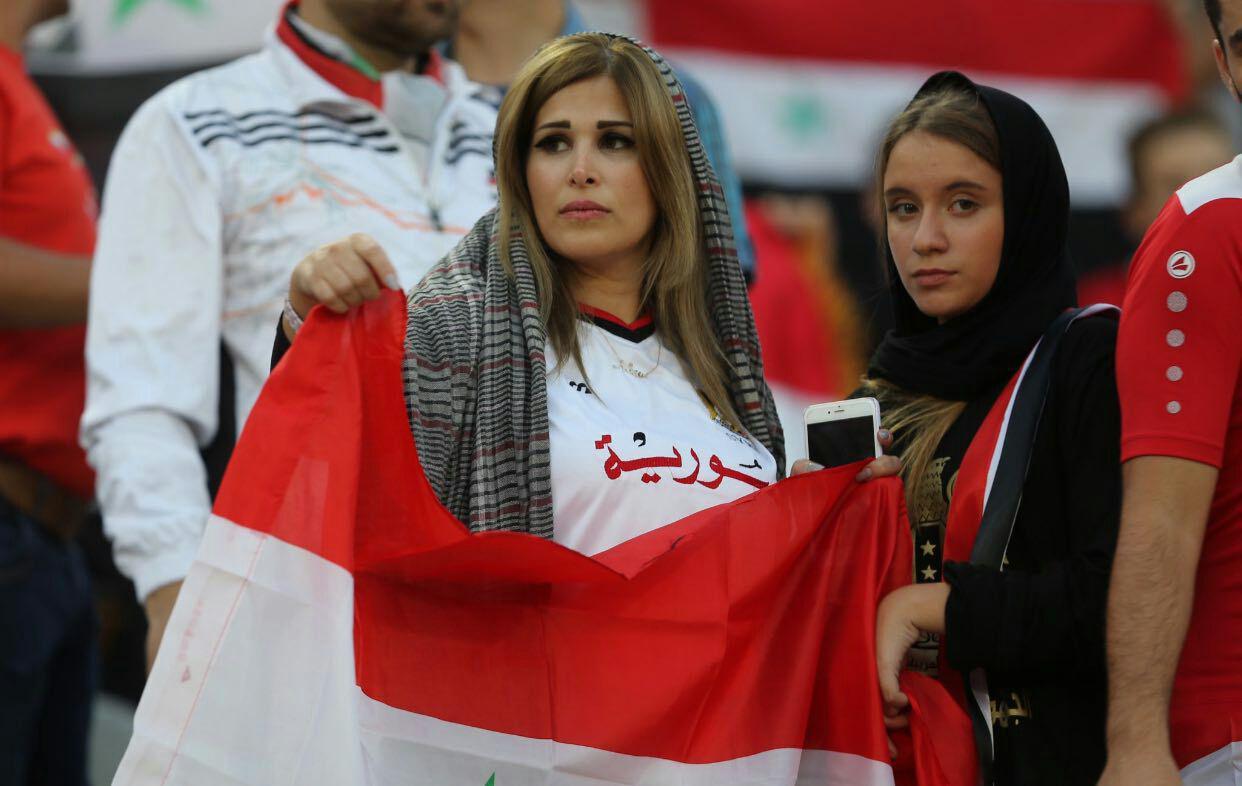 زنان سوری در آزادی؛ زنان ایرانی پشت در ورزشگاه