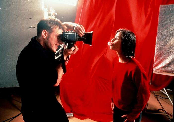 نیم نگاهی به فیلم قرمز: عشق، تصادف و خیانت