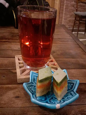 چای و باقلوا در کافه نگارالسلطنه