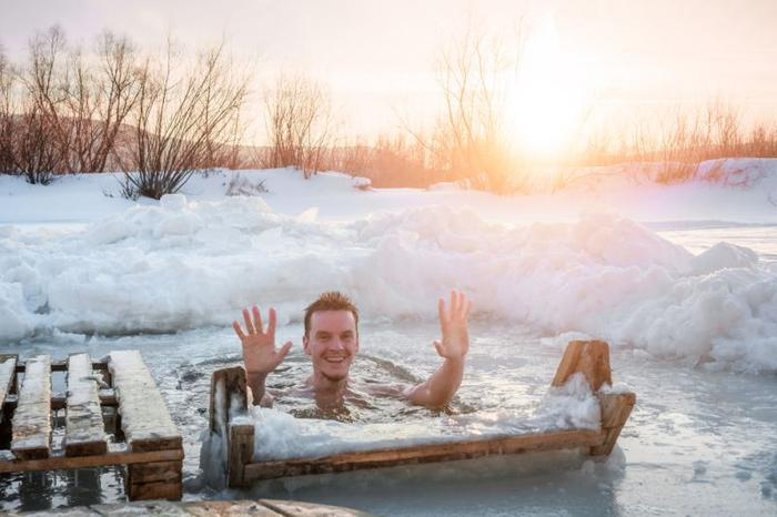 فواید معجزه آسای لُخت نشستن توی یه تَشت آبِ یخ