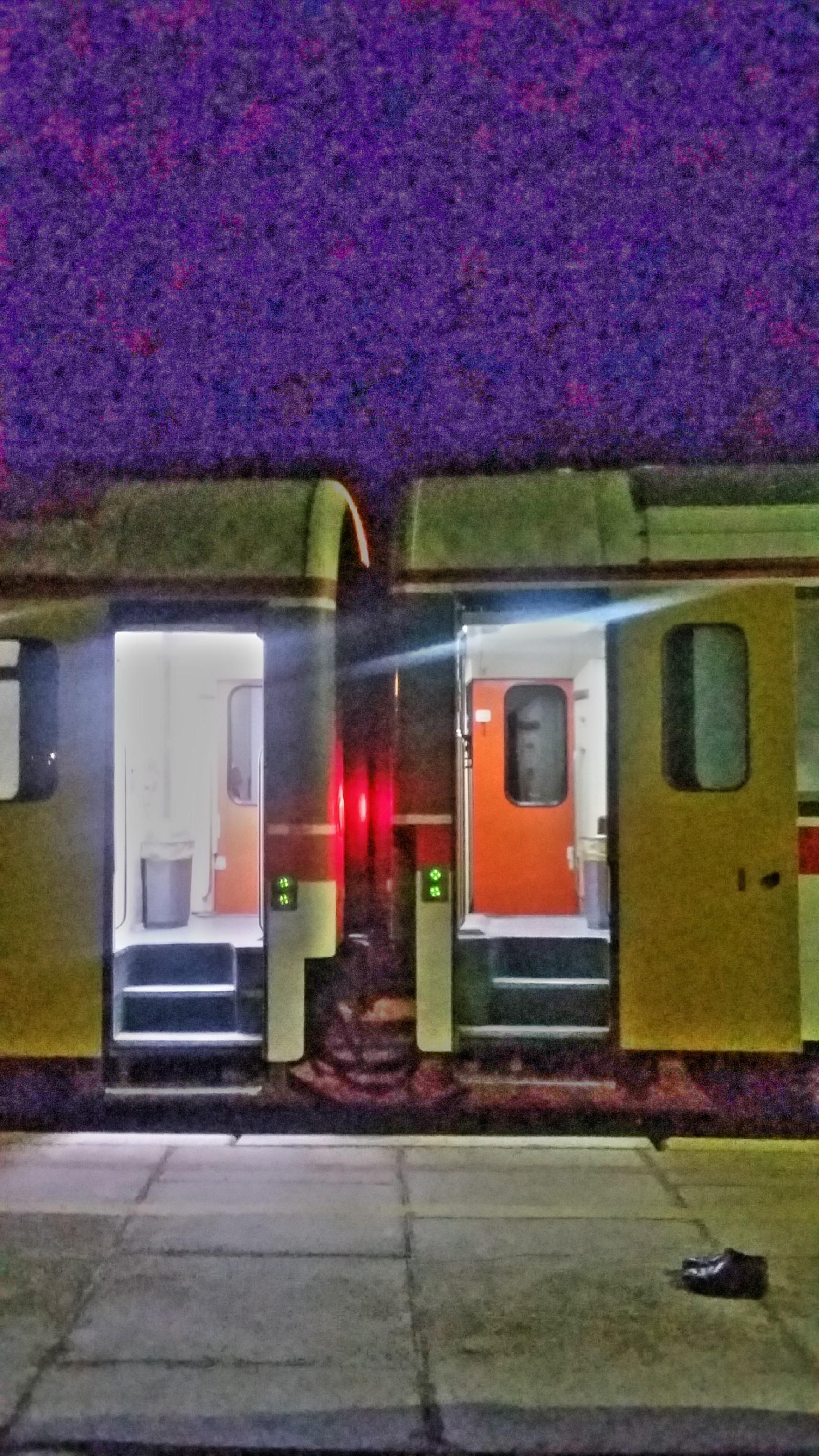 من، زن، قطار