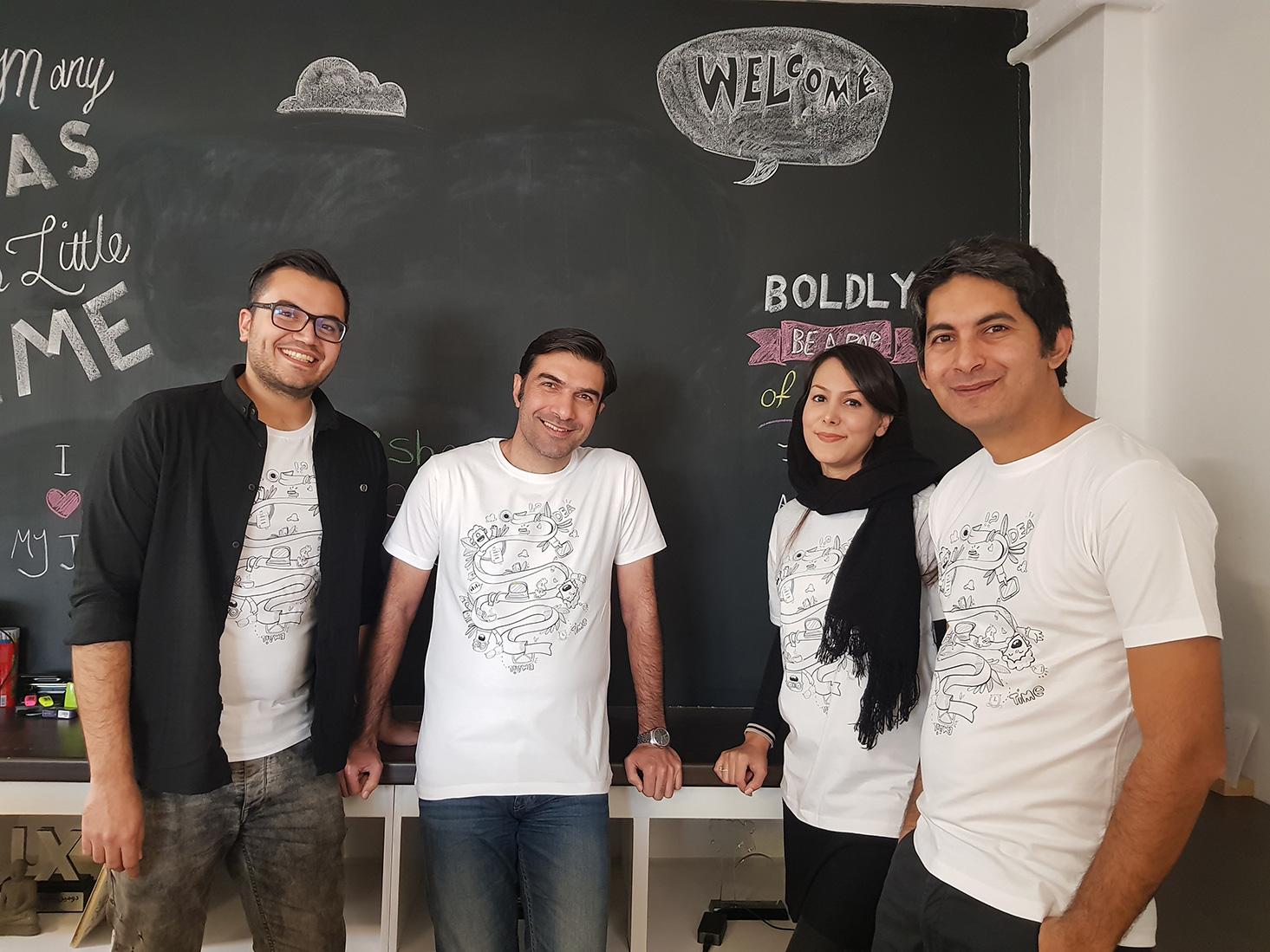 از راست به چپ نیما (پونیشا)، رکسانا (مترجم)، وحید (گوینده کتاب صوتی) حسین (نشریار)