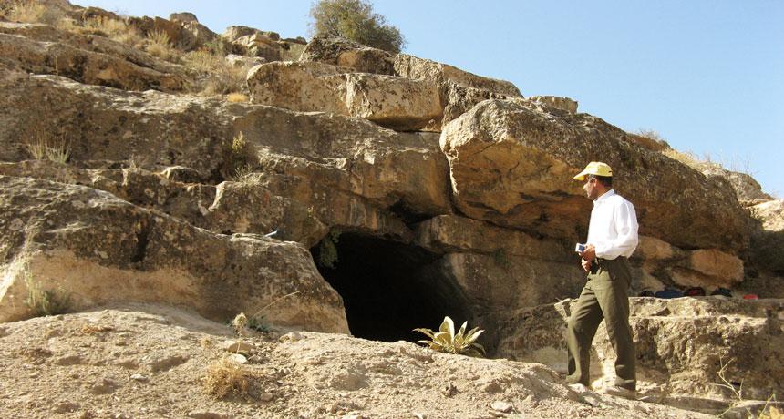 یک قطعه استخوان متعلق به هفت هزارسال پیش در این غار در ایران کشف شد. با بررسی دیانای آن و بررسی سایر قطعات کشف شده در ایران، نخستین کشاورزان دو گروه بودهاند.