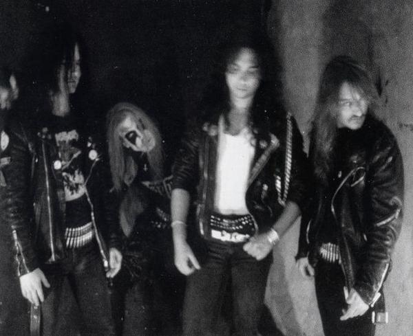 عکسی قدیمی از گروه میهم