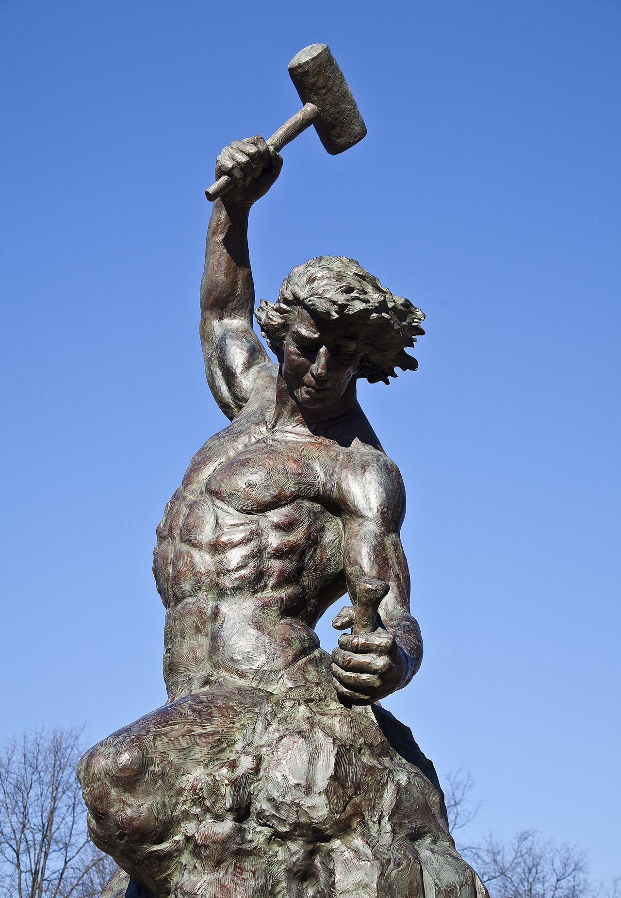 ترسهایم را میتراشم و از آن اهدافم را بیرون میکشم؛ همچون مجسمه داوود از دل تختهسنگ