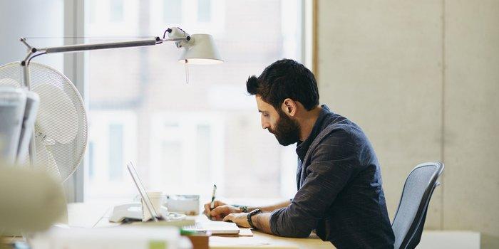 چطور با داشتن یک کار تمام وقت، کسب و کار خود را راهاندازی کنیم؟