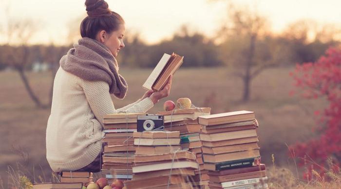 چرا هر انسانی نیاز به خواندن کتاب شعر دارد -1