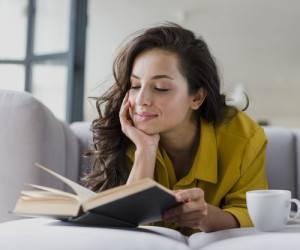 چرا هر انسانی نیاز به خواندن کتاب شعر دارد -2