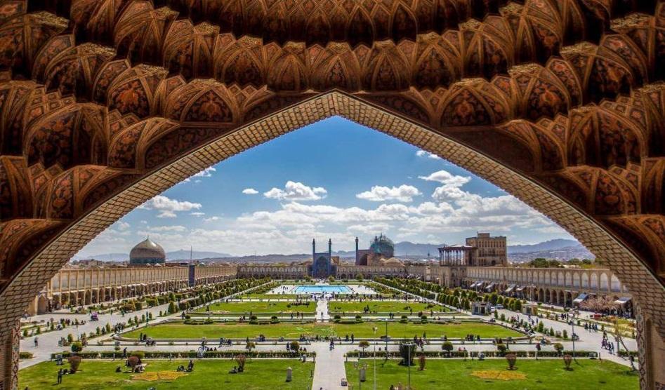 عمارت زیبا و شاهکار نقش جهان که در دوران خود هوشمندیهای خارق العاده و بینظیری داشته است