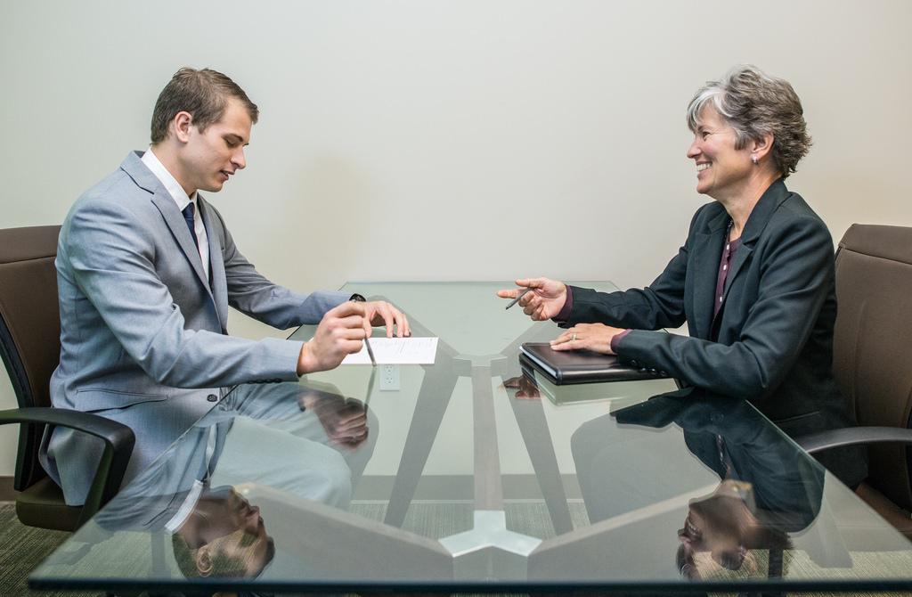 3 روش حرفه ای برای پیگیری نتیجه یک مصاحبه شغلی