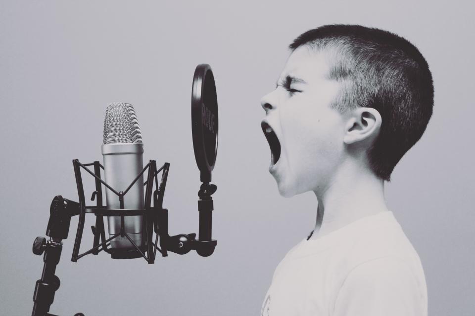 چرا مهم نیست که دیگران حرفهایت را عرضه کنند؟ / بگذار آواز تو را لب بزنند