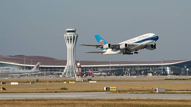 لعنتی فرودگاه؛ لعنتی فرودگاه؛ لعنتی فرودگاه.