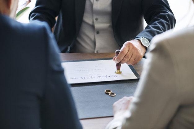 چگونه یک وکیل خوب برای طلاق پیدا کنید?