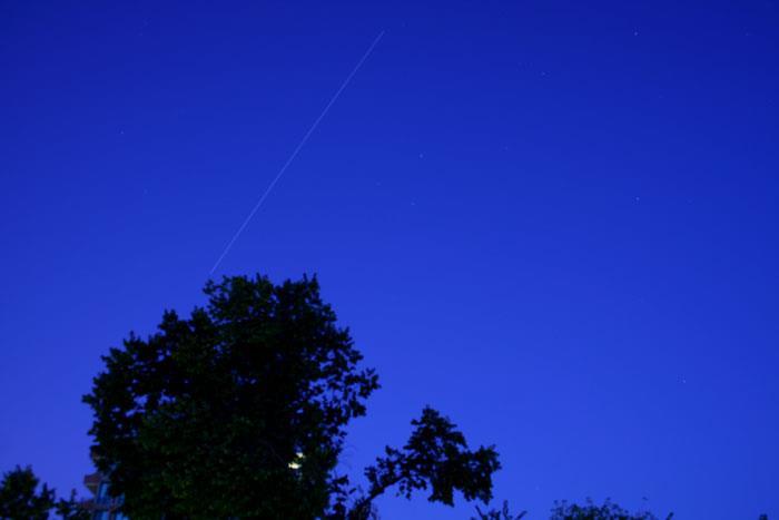 رد ایستگاه فضایی که انوشه بر عرشه آن سوار بود بر فراز آسمان رصدخانه زعفرانیه