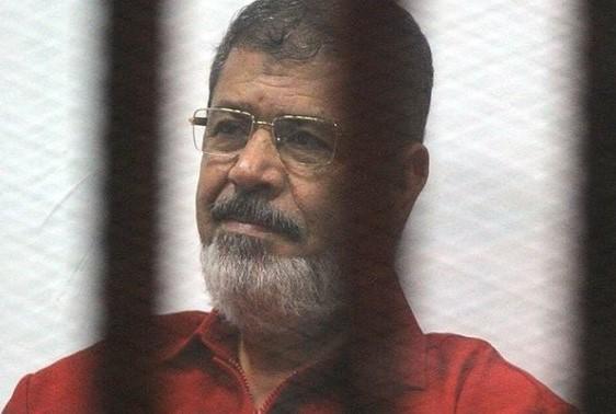 Muhammed Mursi bir duruşma sırasında hayatını kaybetti.