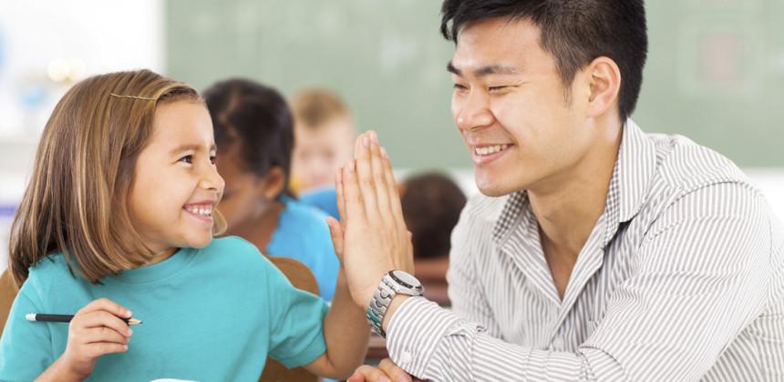 در دوستی بین معلم و دانشآموز هردو سود میبرند!