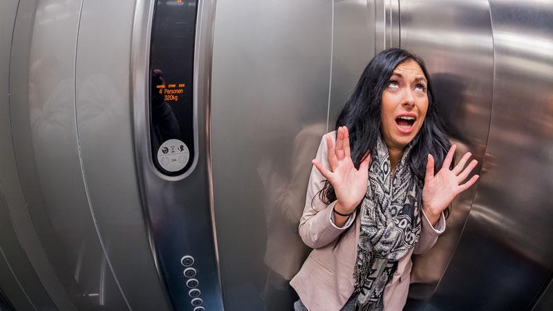 گیر افتادن در آسانسور (کمکهای اولیه)