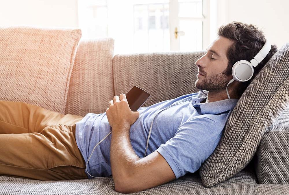 تاثیرات درمانی شنیدن موسیقی قبل از خواب - پیژامه