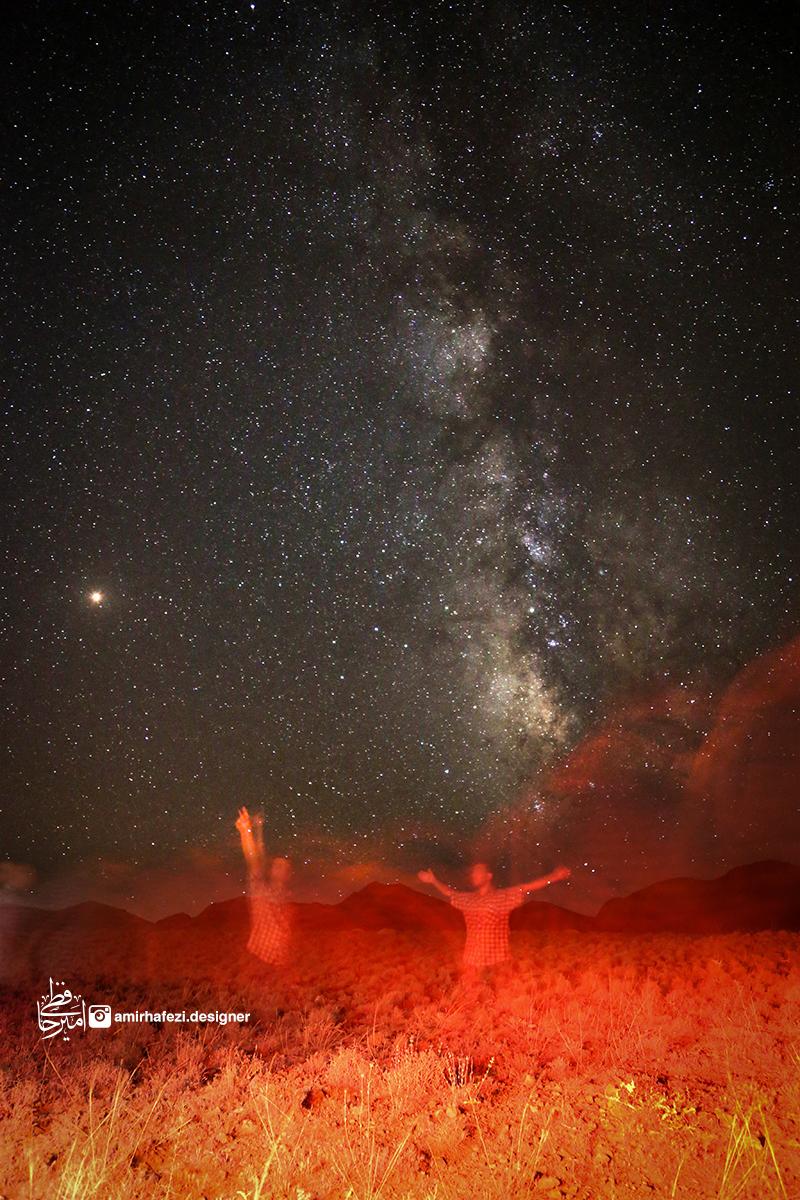 شب، آسمان، ستاره های بیشمارش و کهکشان راه شیری