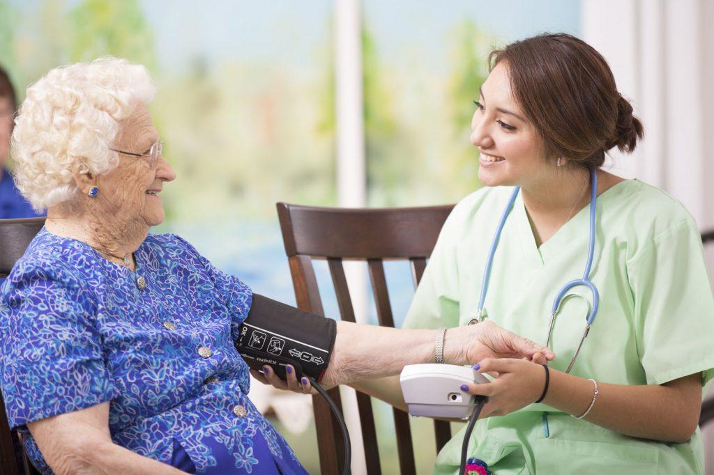 هزینه پرستاری از سالمند در منزل