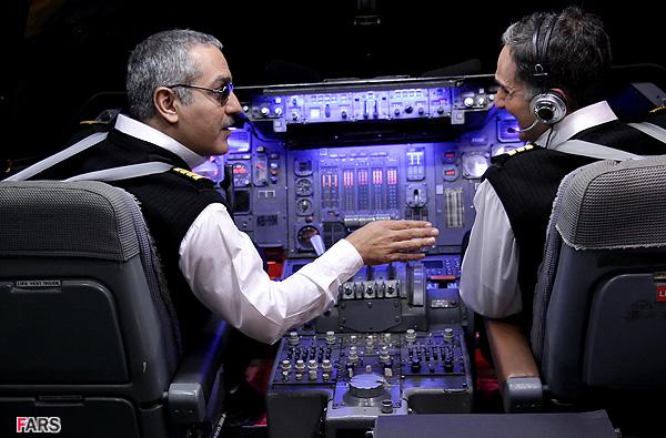 مهران مدیری: بعد از پرسیدن اجزای مختلف کابین خلبان با تکه کلام