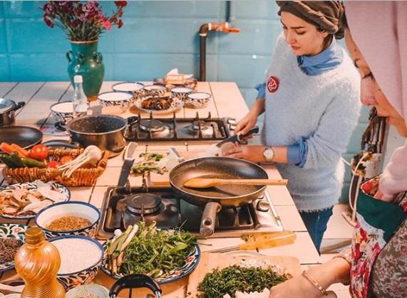 کار نکن، قسمت دوم: تور غذای ایرانی متین و شیرین