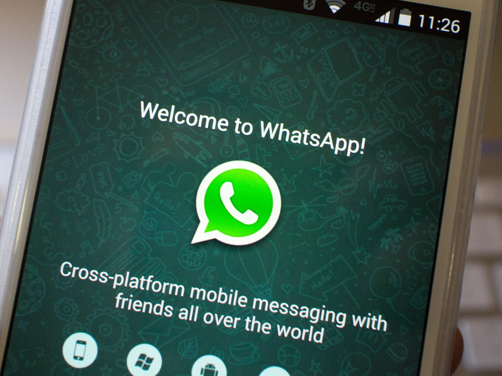 اگه روی گوشی دوم وارد واتساپ بشید، گوشی اول از حساب کاربری شما خارج میشه.