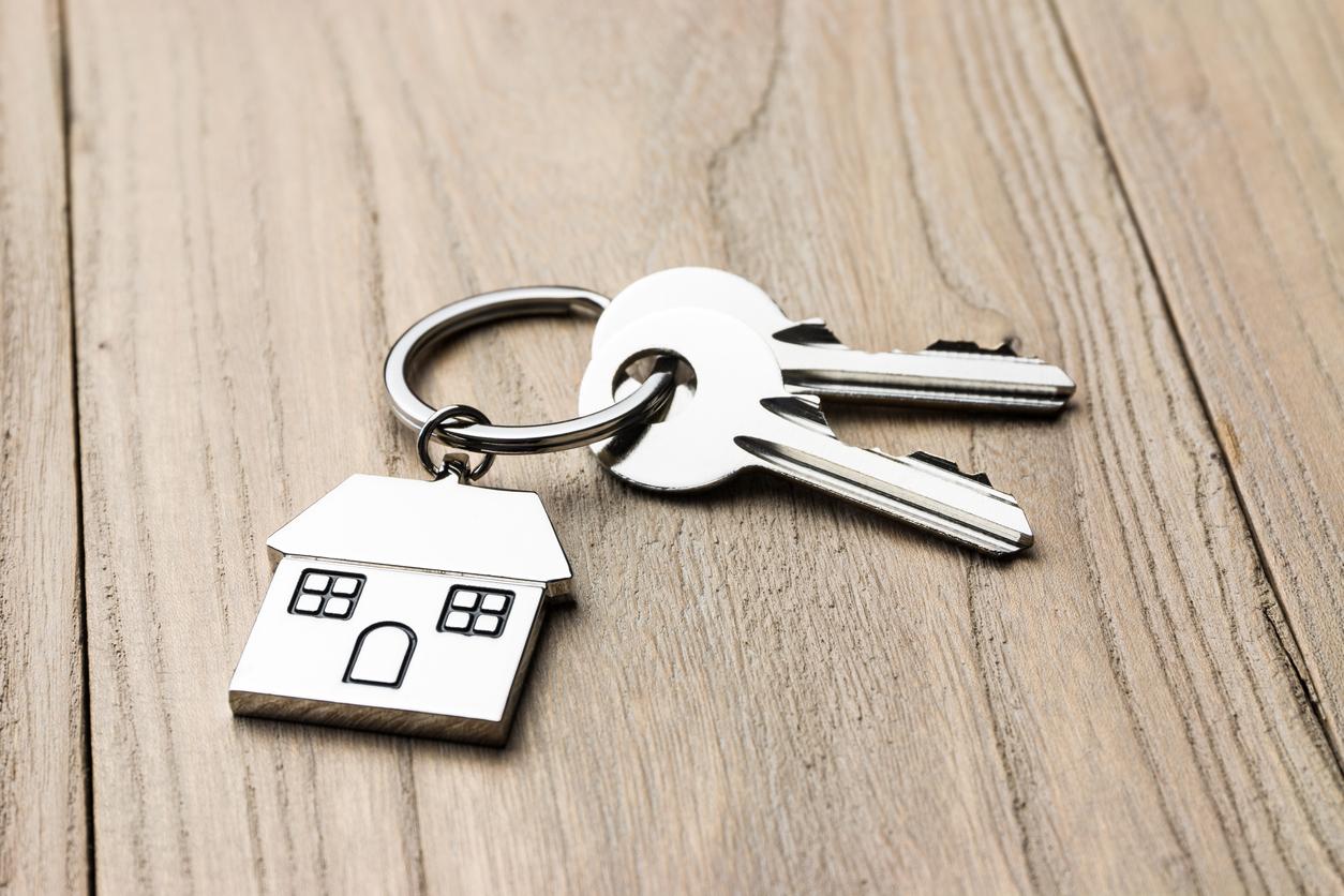 خونه ها، جای آرومی هستن، یعنی باید باشن، اونجایی که آروم نباشه خونه نیست