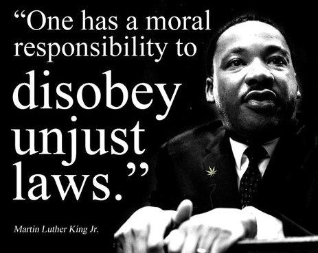 ماریتن لوتر کینگ: شخص وظیفهی اخلاقی دارد که از قوانین ناعادلانه سرپیچی کند.