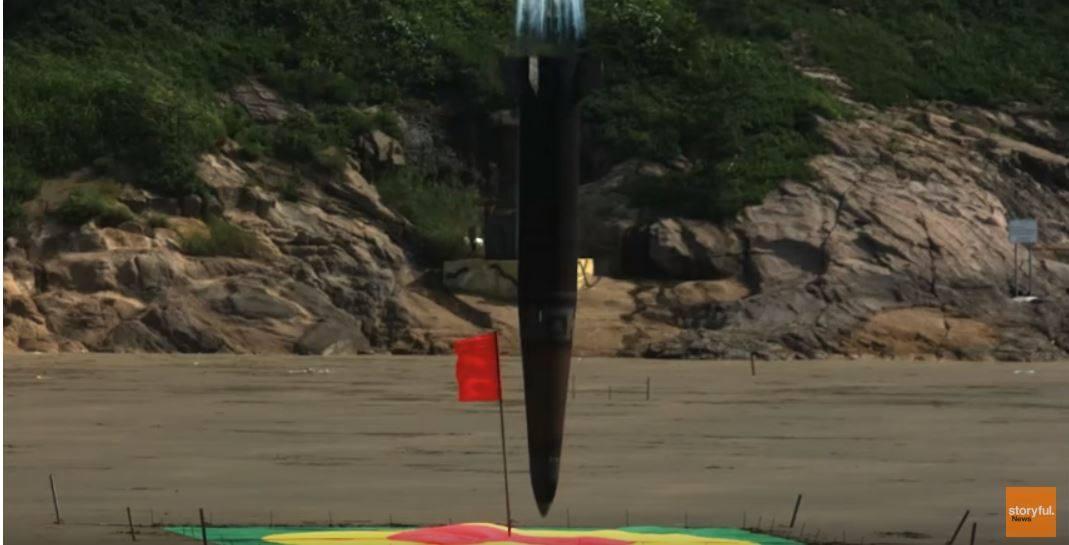 موشک یا هواپیمای جنگنده؟