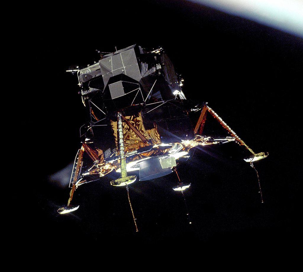 ماژول فرود آپولو 11 - مدار ماه
