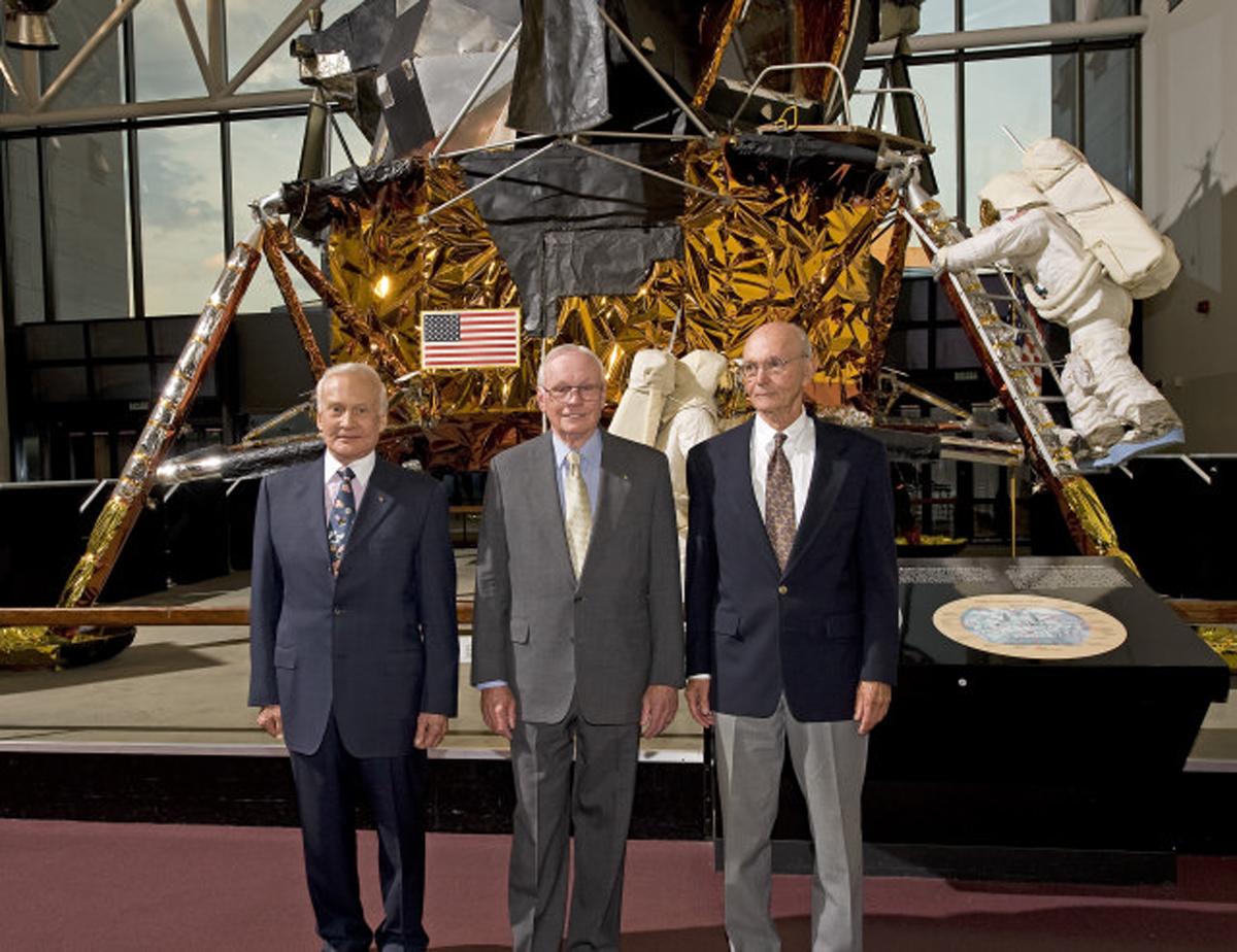 از چپ: باز آلدرین، نیل آرمسترانگ، مایکل کالینز | سال 2009