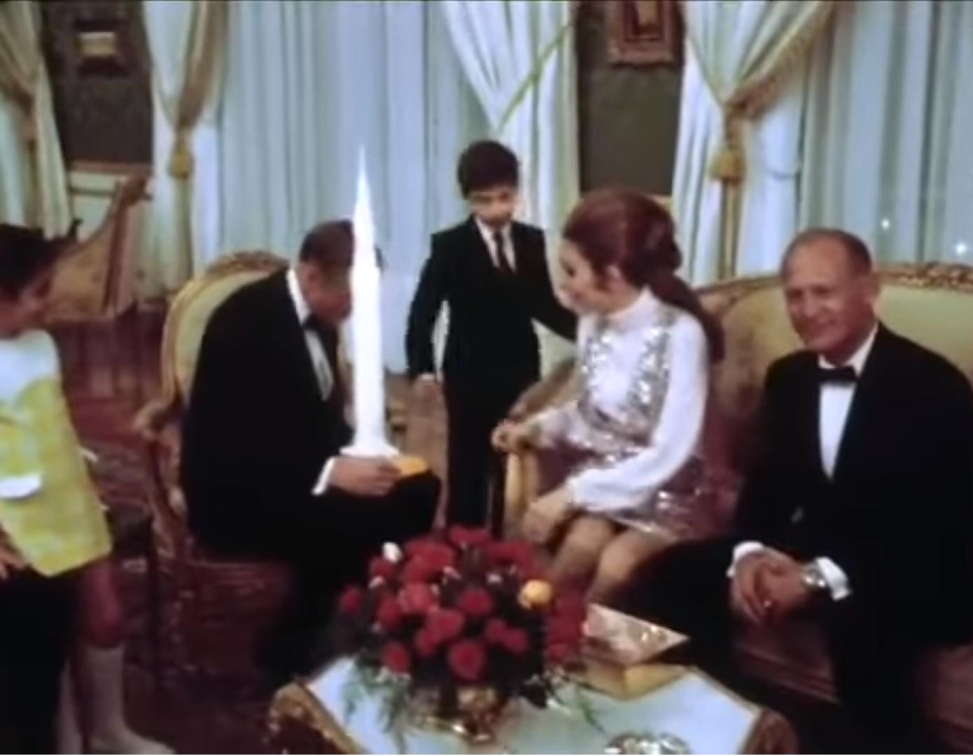 ملاقات با خانوادهی سلطنتی (همسران سه فضانورد هم حضور داشتند)
