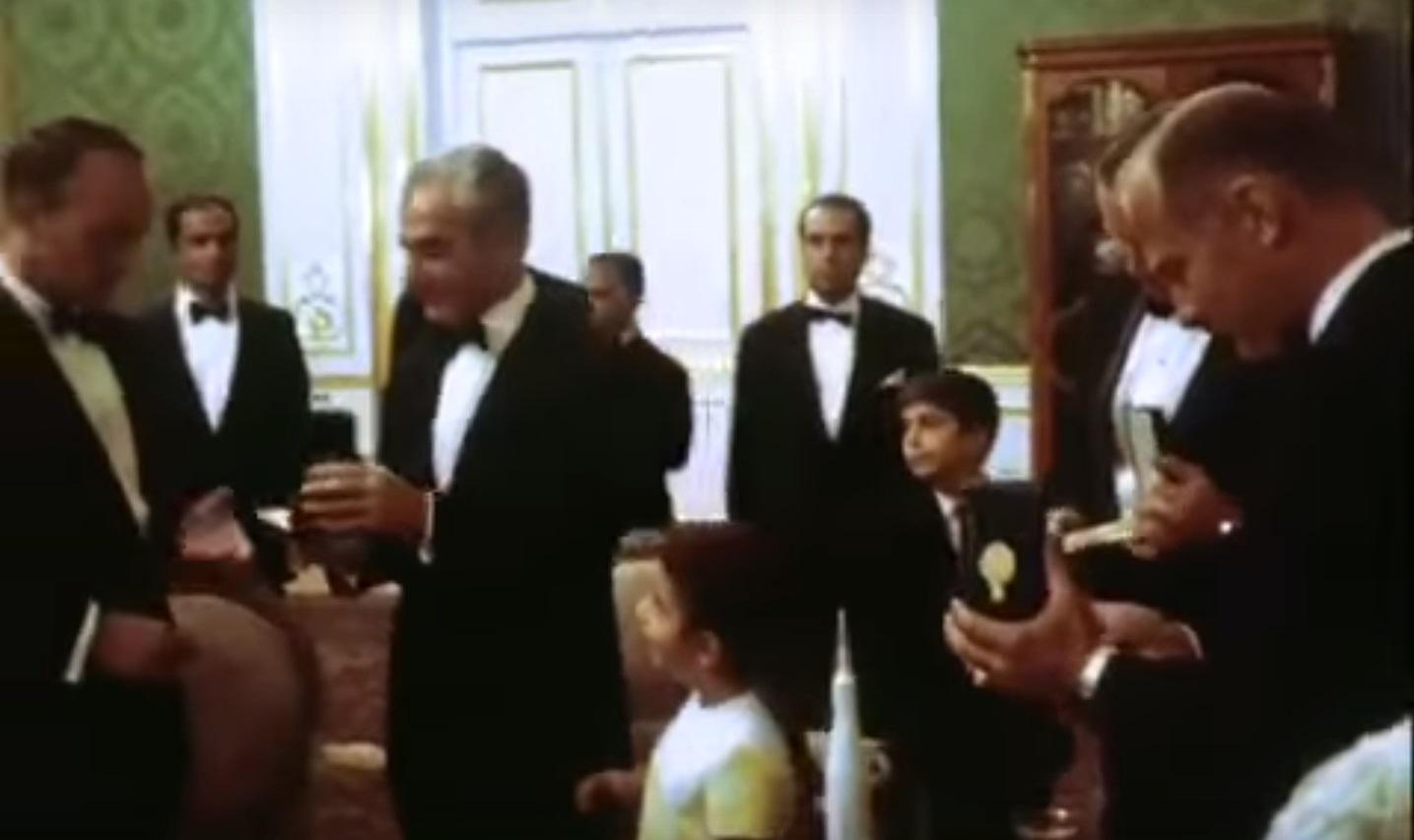 ملاقات با خاندان سلطنتی ایران و دریافت مدال در کاخ نیاوران
