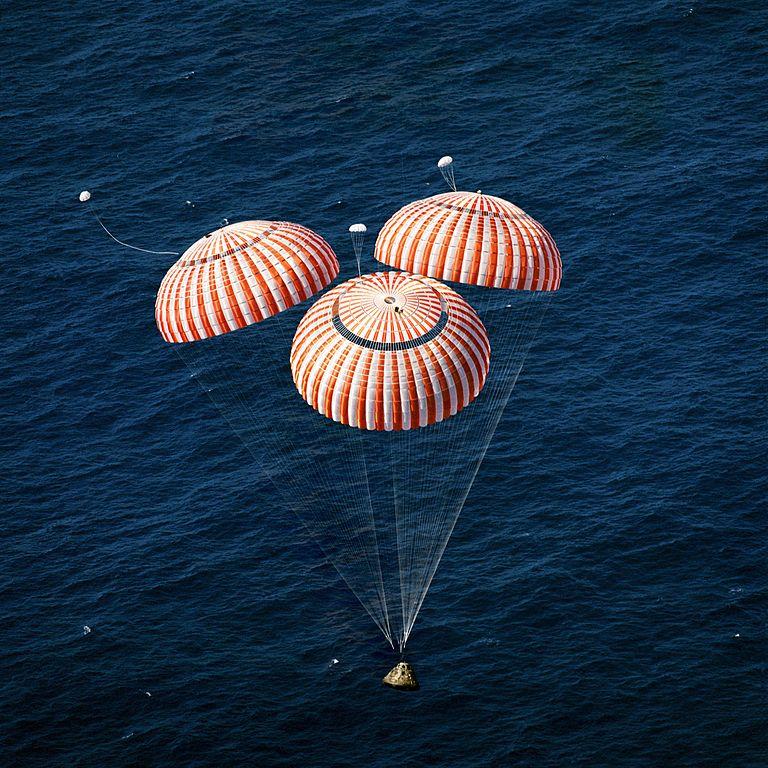 آپولو 16 در حال فرود