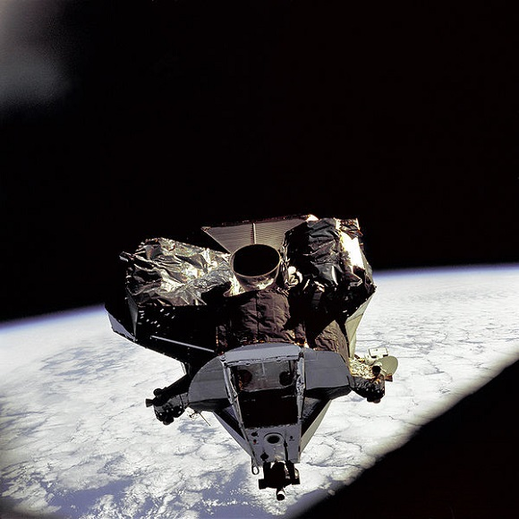 پهلوگیری آزمایشی | مأموریت آپولو 9 | مدار زمین ||| تا اون تاریخ مسیر طولانیای طی شده بود و آزمایشهای بسیاری انجام شد تا آپولو 11 تبدیل به مأموریتی موفّقیّتآمیز بشه. این مأموریت، هرگز دستآوردی نبود که یک شبه حاصل بشه.