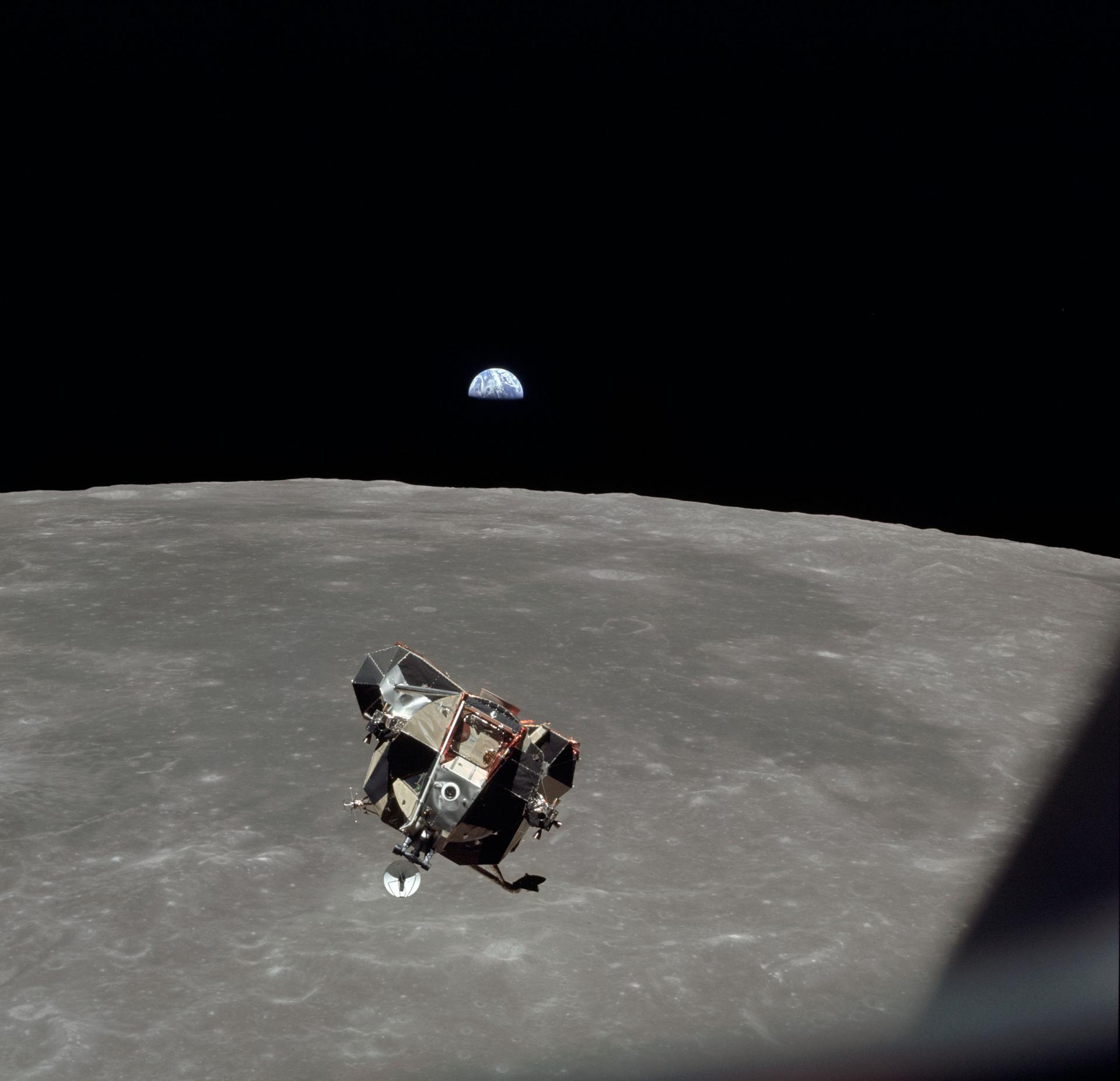 دقایقی پیش از پهلوگیری LM APM به CSM | مأموریت آپولو 11 | مدار ماه